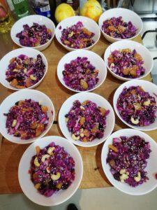 Recept - Rodekoolsalade met sesamzaadjes